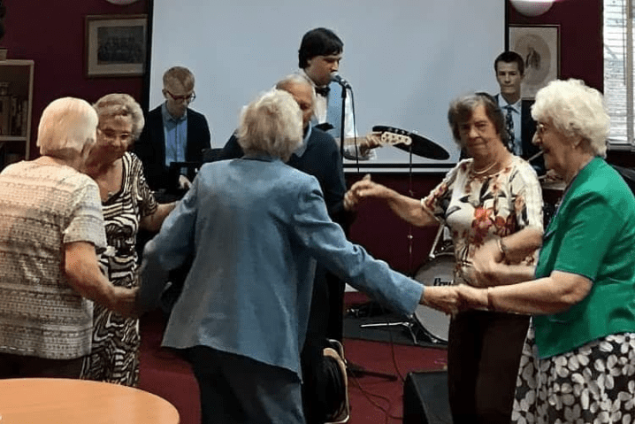 The Matthew Quilliam Band gets the audience at COATS, Wokingham, up and dancing